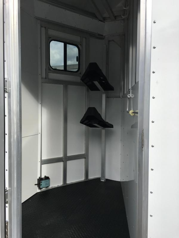 2020 Trailers USA Minuteman 2H Dressing Room w/Side Ramp Horse Trailer