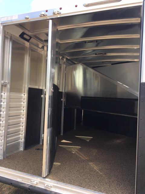 2020 Exiss 7300 GN Horse Trailer