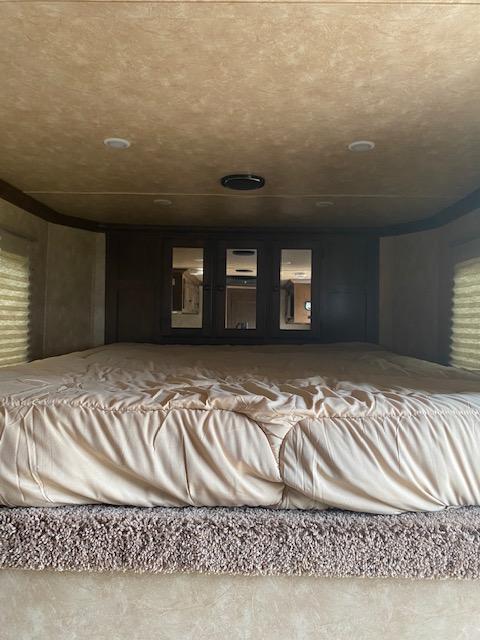 2020 Sundowner Trailers Santa Fe 6906 3H LQ Horse Trailer
