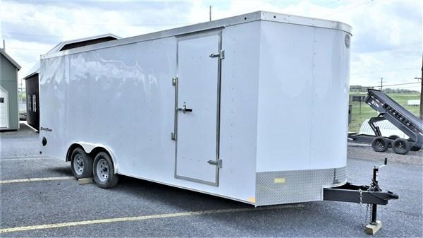 "Wells Cargo FastTrac Tandem Axle Enclosed 8.5'x20' 7K -White -Ramp Door -Side Door -V-Nose -7' Inside Height - Screw Pattern Exterior -15"" Radial Tires"