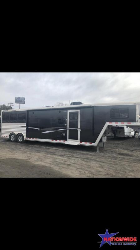 **NEW YEAR CLEARANCE***  2017 CIMARRON 3 HORSE WITH TRAIL BOSS LIVING QUARTERS