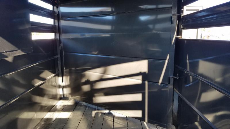 2019 Delta Manufacturing 500 ES Horse Trailer