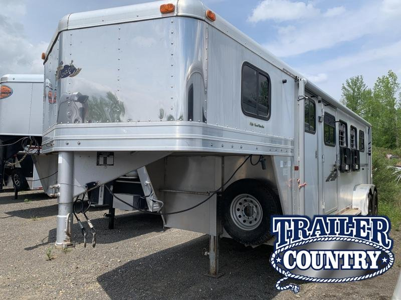 2002 Dream Coach Trailers LLC 4 HORSE Horse Trailer