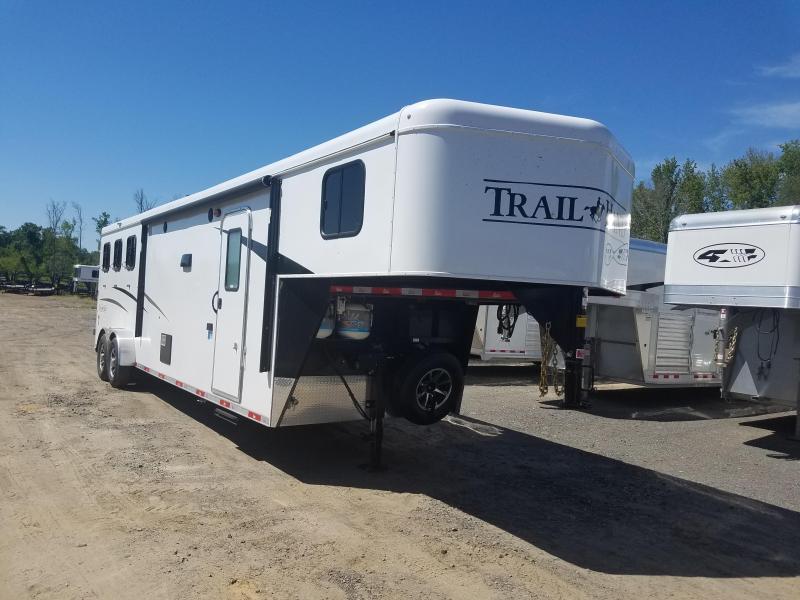 2020 Bison Trailers 7311 TRAIL HAND Horse Trailer