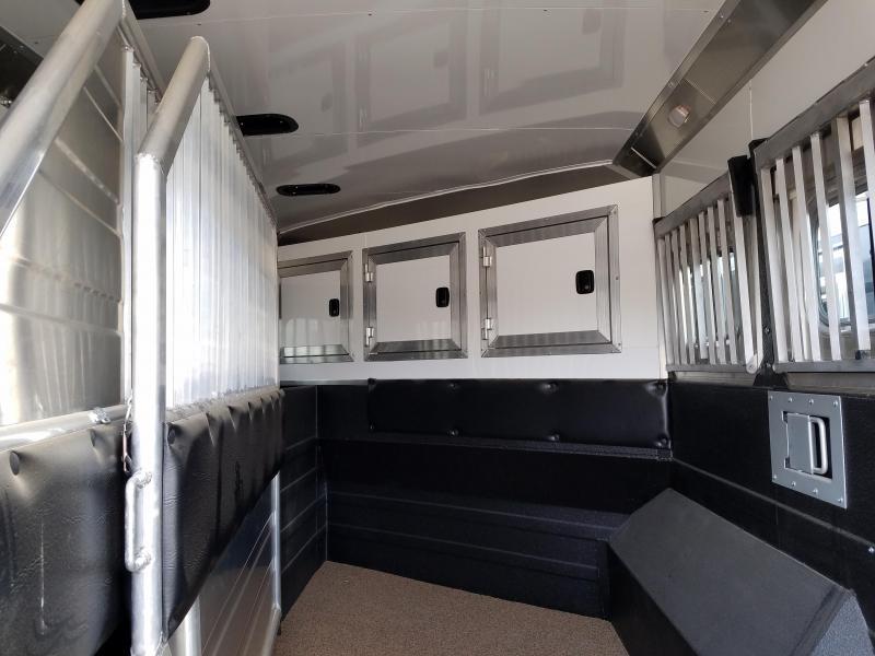 ***PRICE REDUCTION***2018 Logan Coach RAZOR 3-Horse with Living Quarters