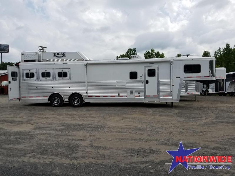 ***NEW YEAR CLEARANCE***  2018 Logan Coach RAZOR 3-Horse with Living Quarters