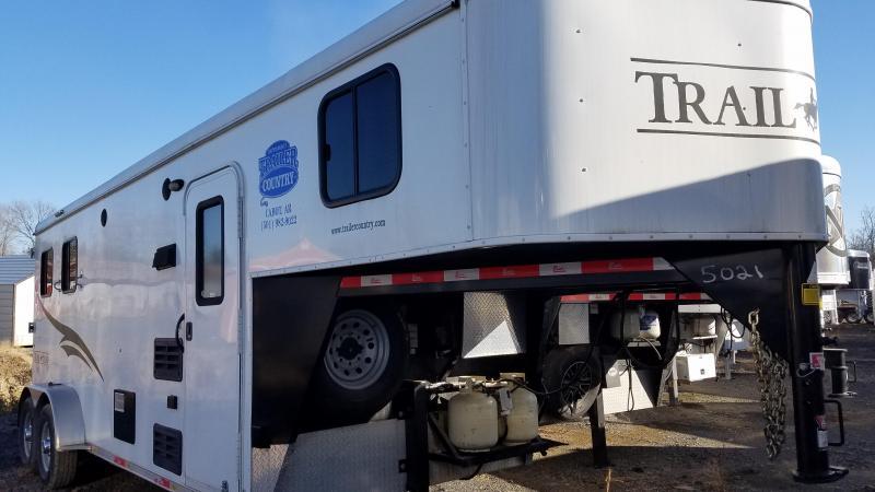 2015 Bison Trailers TRAIL HAND Horse Trailer
