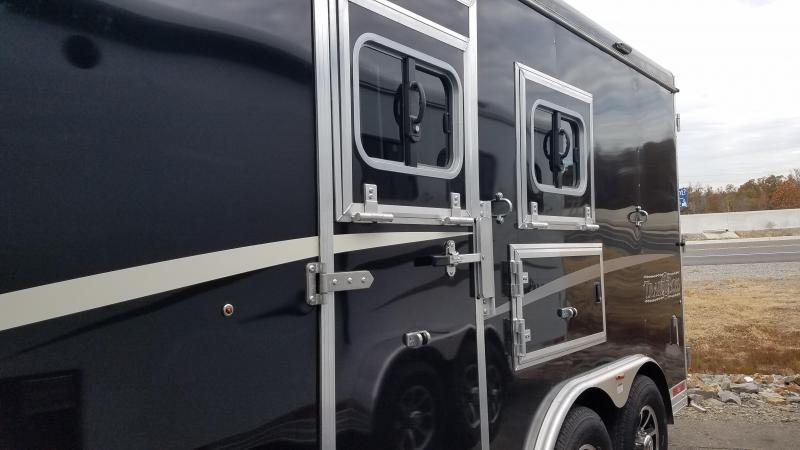 2020 Bison Trailers 8213 TRAIL BOSS Horse Trailer