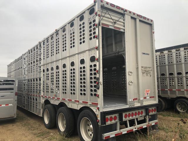 2011 Wilson 53' Tri-Axle Livestock Semi Trailer
