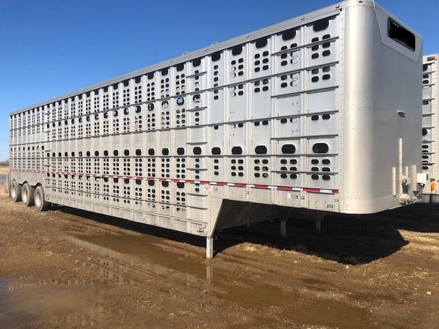2016 Wilson 53' Triple Axle Cattle Pot with Rear Lift