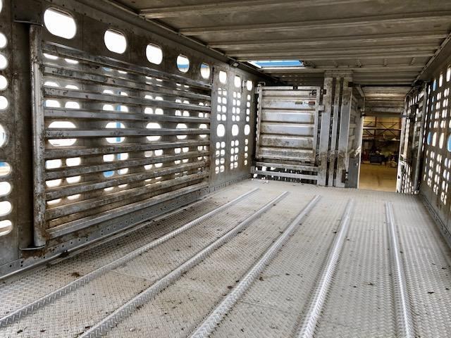 2016 Wilson 53' Triple Axle Cattle Pot with Lift