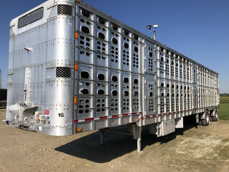 "2000 Wilson 53'x102""x13'5"" Drop Floor Semi Livestock Trailer"