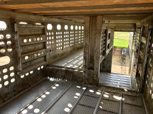 2011 EBY 53' Spread Axle Bull Ride Livestock Semi