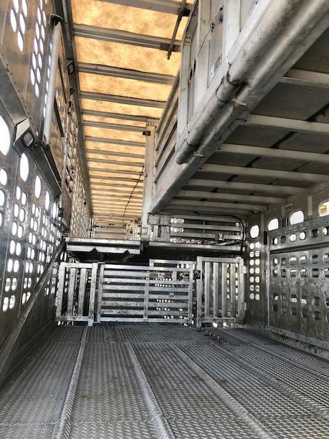 """2006 Wilson 52' x 102"""" Spread Axle Combo Livestock Semi Trailer"""