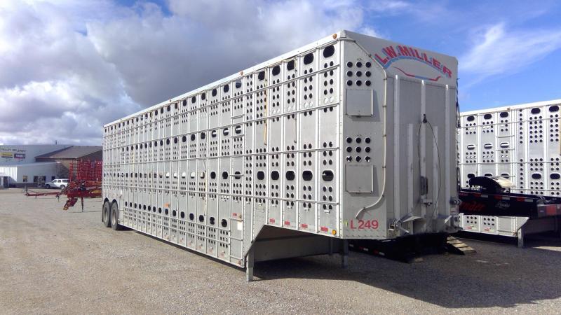Used 2013 Merritt 48' Livestock Semi Trailer  Pot Livestock-Semi
