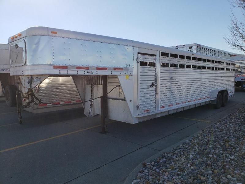 "2005 Featherlite 30' x 7' x 6'6"" Gooseneck Livestock Trailer"