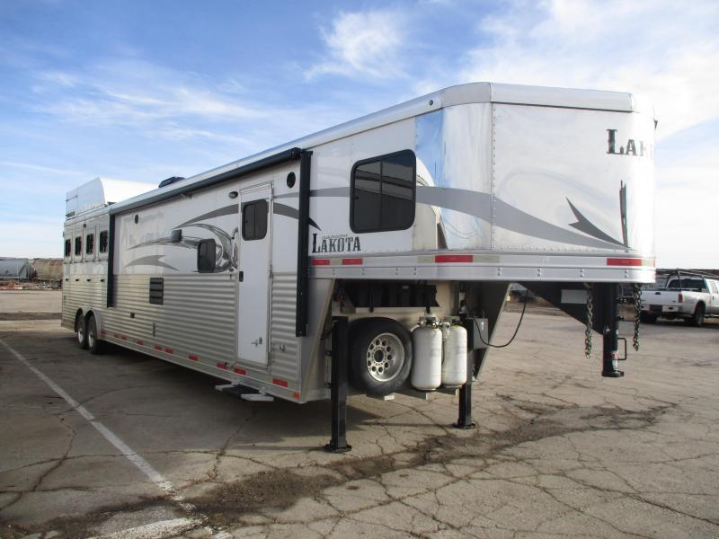 2016 Lakota 4 Horse Horse Trailer
