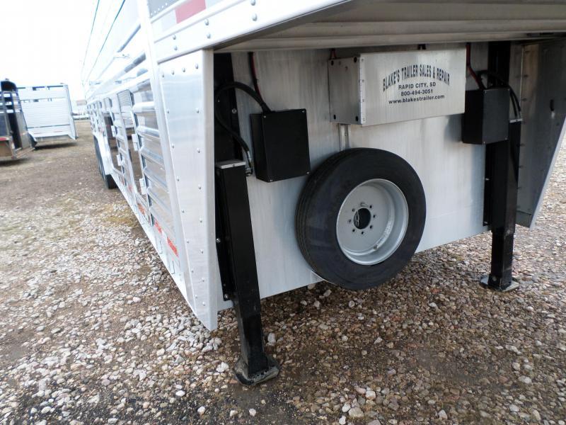 2015 Featherlite 8127-8036 Livestock Trailer