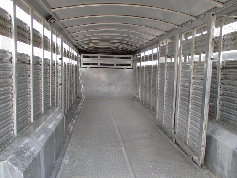 2006 Platinum Coach Stock Trailer Livestock Trailer