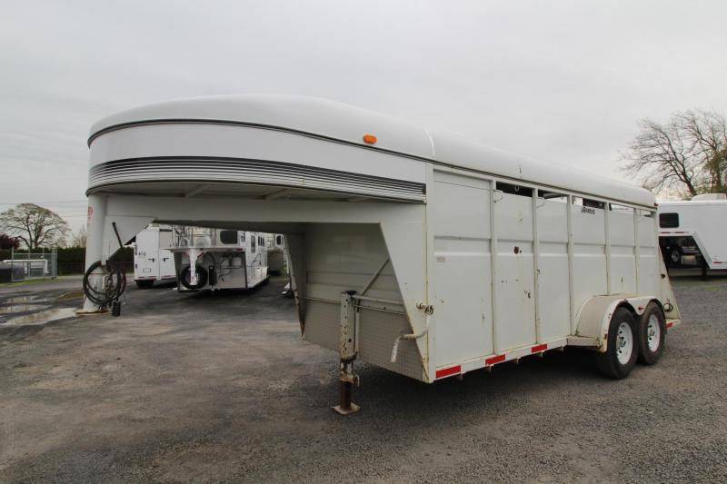 2000 Apache GN W/ Tack Room 3 Horse Trailer -Bridle rack - Saddle rack - Stock like air gaps - PRICE REDUCED