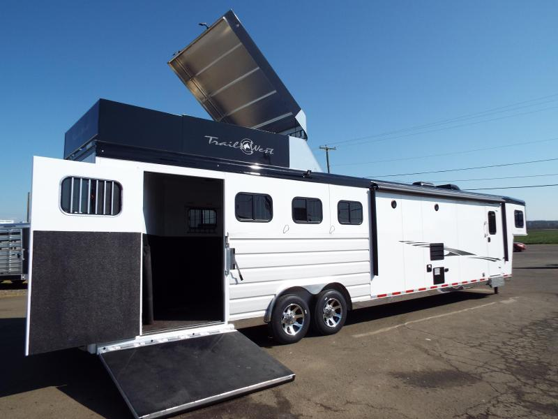 2020 Trails West 15' SW 4H Side Load-Hay Pod-Slide-Fold Down Bunk-CHECK OUT THIS TACK ROOM!