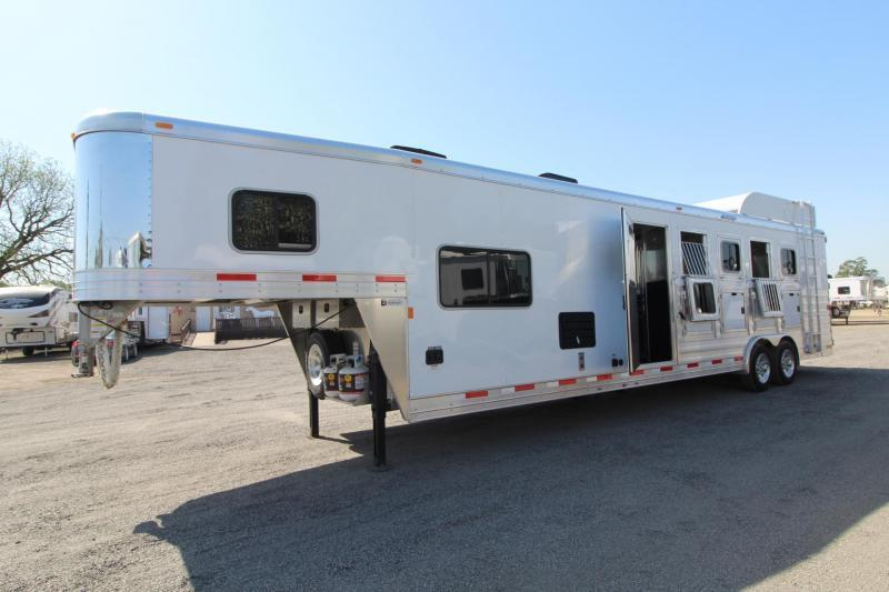 2018 Exiss Endeavor 8510 - 10' Short Wall LQ - All aluminum - Fold Down Bunk Bed - Polylast Flooring - 5 Horse Trailer PRICE REDUCED