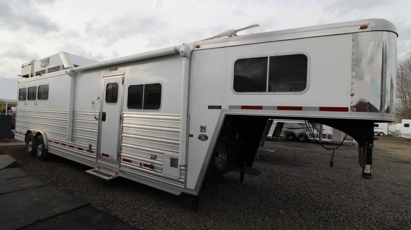 2016 Logan Coach Razor 12ft sw Living Quarters w/ Slide out - Generator! 3 Horse Trailer - Great Condition
