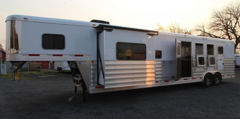 2019 Exiss 8414 - 14' Short Wall Living Quarters Horse Trailer - Upgraded Interior - Insulated Horse Ceiling - Couch and Dinette - GENERATOR - PRICE REDUCED $9100!!