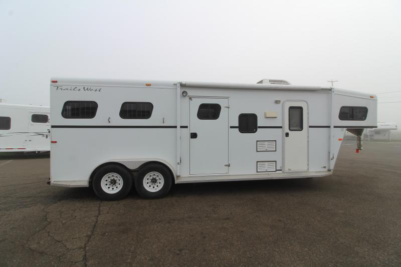 2002 Trails West Sierra 7' x 7' Horse Trailer