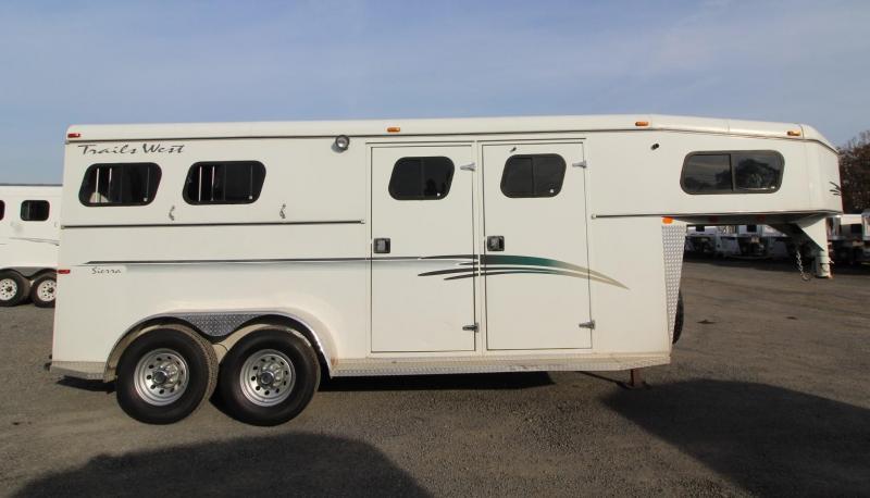 1999 Trails West Sierra 5x5 Dressing Room w/ Separate Side Tack 2 Horse Trailer