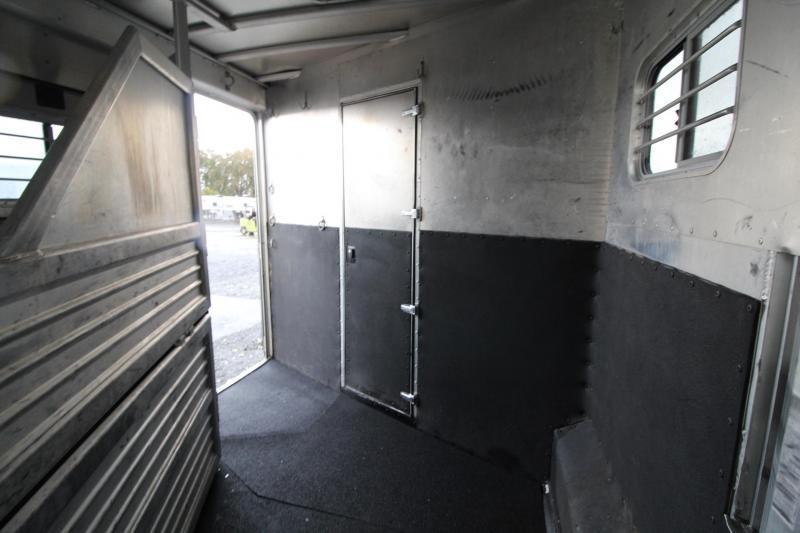 2000 Featherlite 8587 - 8' Wide - 13' Short Wall Living Quarters 3 Horse Trailer - Full-size Fridge - Dinette - Stud Divider LARGE STALLS PRICE REDUCED $1000