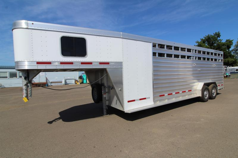 NEW 2019 Featherlite 8413 Stock Combo 24' All Aluminum Trailer - Tack Room w/ 4 Place Saddle Rack - Solid Center Gate
