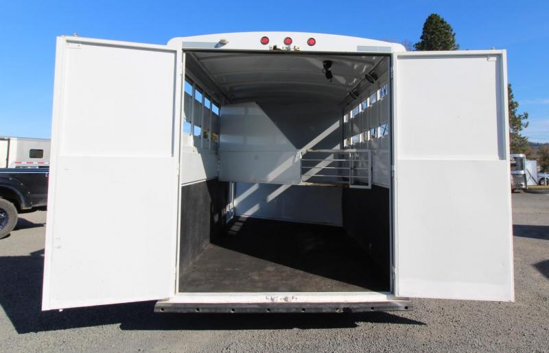 2007 Titan Classic 3 Horse Extra Tall Trailer w/ Large Tack Room - Escape Door