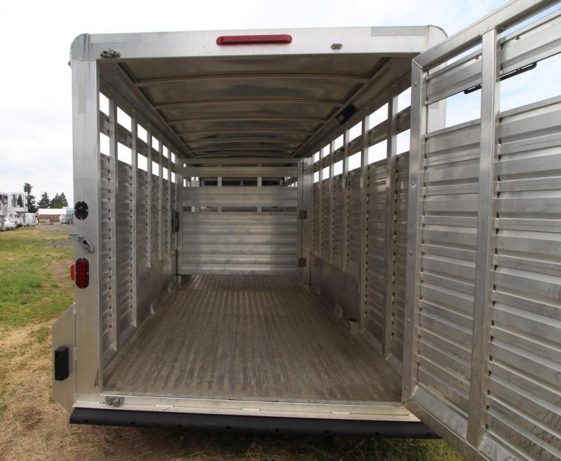 2016 Exiss STK 20ft Livestock Trailer w/ Rear Sort Door - Center Gate - Extra large escape door - Storage gooseneck space PRICE REDUCED