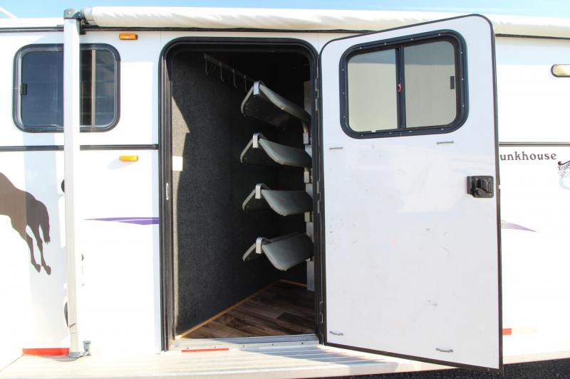 2006 Classic Bunkhouse 9.5' Short Wall Living Quarters - Fold Down Bunk - 4 Horse Trailer w/ Side & Rear Tack