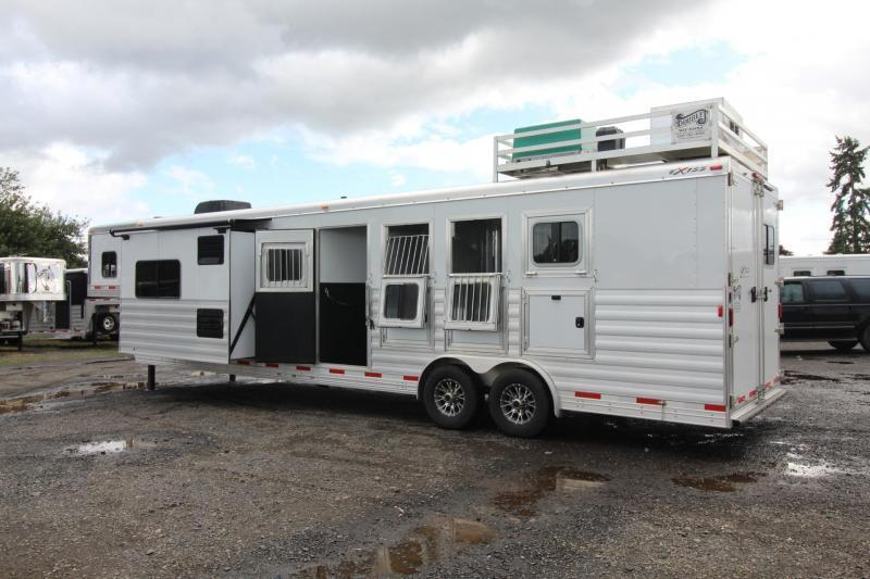 LIKE NEW 2017 Exiss Endeavor 8414 W/ Slide out - PRICE REDUCED - Hayrack - 14 ft short wall - LIKE NEW!!! 4 Horse Living Quarters Trailer