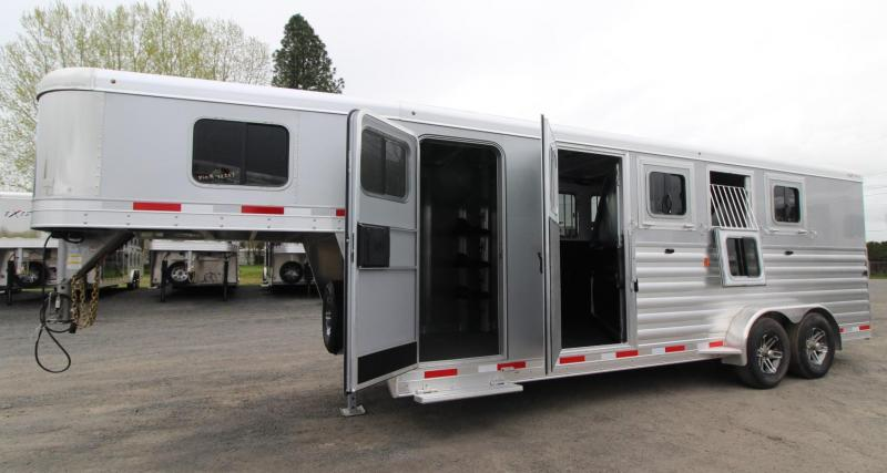 2019 Exiss 7400 - Easy Care Flooring - Aluminum 4 Horse Trailer w/ LARGE Dressing Room - Rear Tack