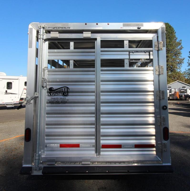2020 Featherlite 8117 - 20FT Livestock Trailer PRICE REDUCED - Rear sort door - Center divider gate - Storage space in gooseneck