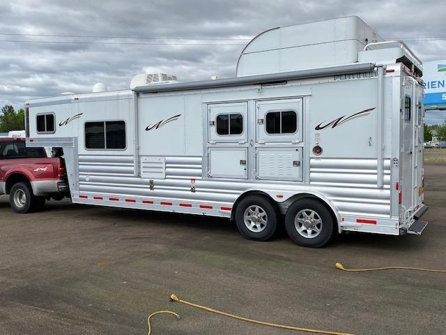 Platinum Coach 2H GN w/11'4'' Outlaw LQ Horse Trailer Onan 4.0 Generator Dish Satellite 2 Awnings Knotty Alder Wood