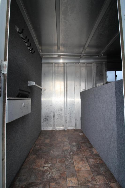1995 Featherlite 8530 4 Horse Gooseneck- Unique Trailer! Reverse Load - Front Dressing Room - Mid Tack - All Aluminum