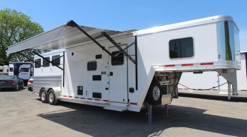 2019 Featherlite 8542 Liberty 10' Short Wall Living Quarters w/ Slide-out 3 Horse Trailer - PRICE REDUCED - Dinette - Drop Down Feed Doors - Easy Care Flooring - Stud Divider