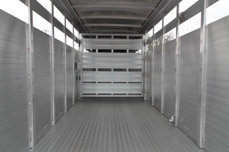 2020 Featherlite 8117 20' Livestock Trailer - All Aluminum - Slider in Rear Gate - Escape Door