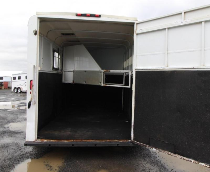 2005 Circle J Outback 3 Horse Trailer - Adjustable Dividers