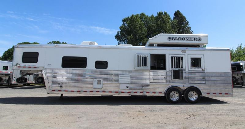2009 Bloomer Evolution 15'sw Living Quarters 3 Horse Trailer - Generator - Ramp - Hay pod - Polylast floor and more! PRICE REDUCED!