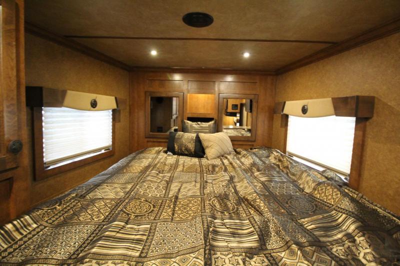 2020 Featherlite 7841 Legend - 7' Wide 10' Short Wall Living Quarters 4 Horse Trailer