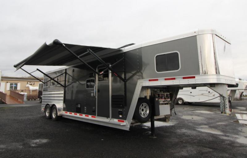 2020 Featherlite 7841 Legend  - 10ft Living Quarters w/ Slide out - Dinette - Easy Care Flooring - Stud Divider -  3 Horse Trailer