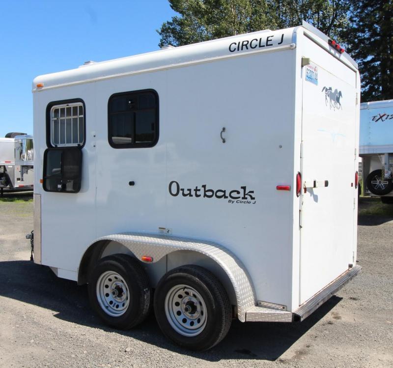 2004 Circle J Outback 2 Horse Trailer - Adjustable Divider