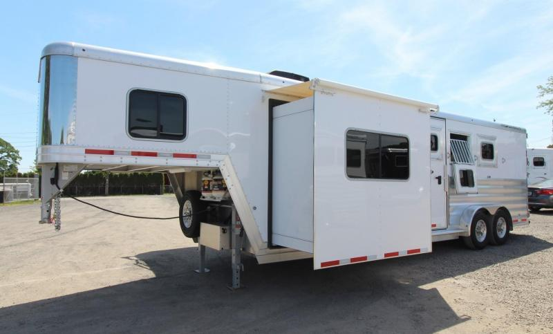 2019 Featherlite 8542 Liberty 10' Short Wall Living Quarters w/ Slide-out 3 Horse Trailer - PRICE REDUCED $3350- Dinette - Drop Down Feed Doors - Easy Care Flooring - Stud Divider