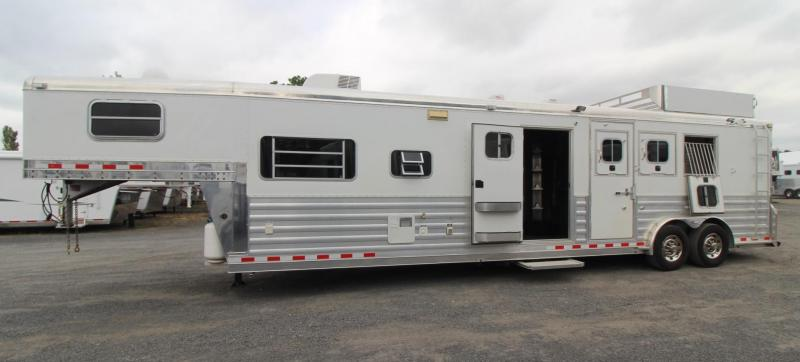 2007 4-Star 13ft SW Living Quarters Outlaw Interior - w/ Mid-tack - Generator - 3 Horse Trailer