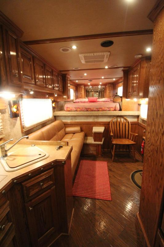 2007 4-Star 13ft SW Living Quarters Outlaw Interior - w/ Mid-tack - Generator - 3 Horse Trailer PRICE REDUCED